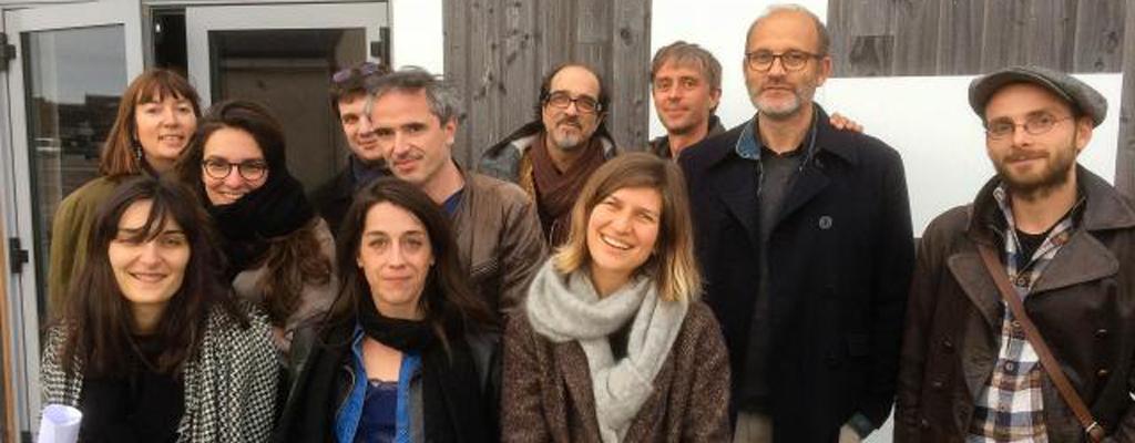 """Les auteurs participant au workshop """"Scénario : puissance et âme"""" entourés des scénaristes-consultants Yann Apperry et Atiq Rahimi"""